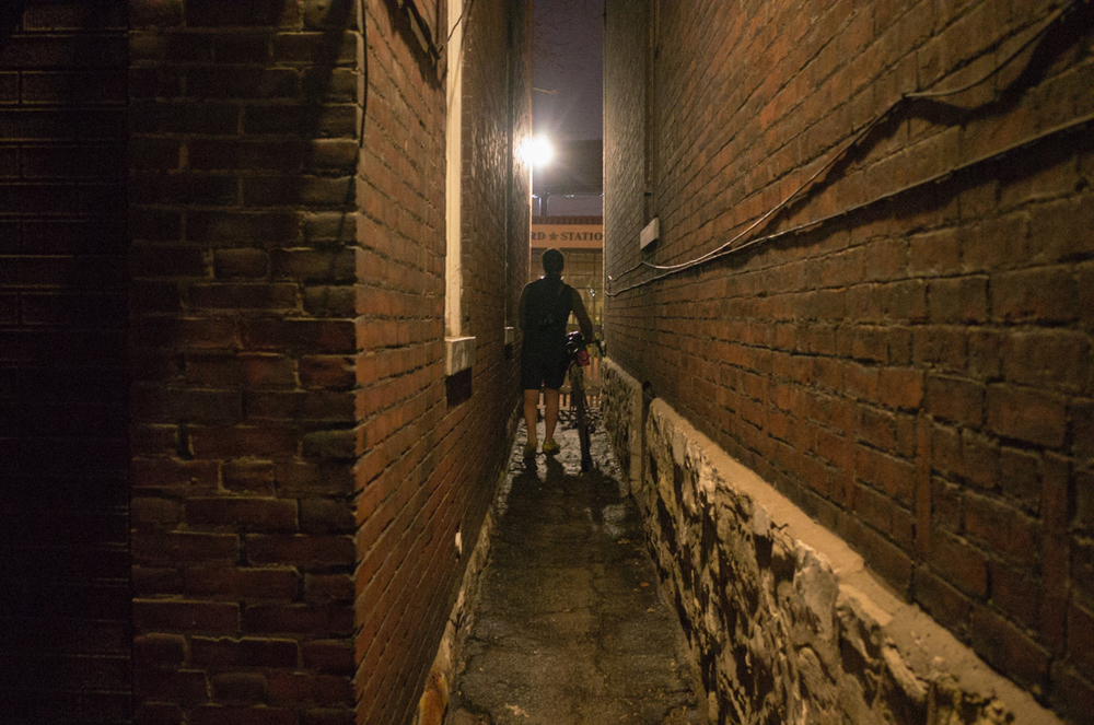 The path to waffles is lined with narrow hostel walkways. Photo by  JP