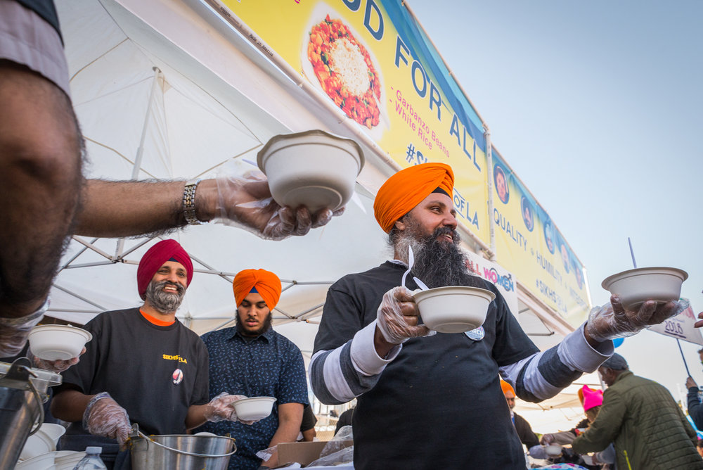 (2018) The Sikhs of LA and the Sikh Welfare Organization return for the second Women's March to give out free meals and water to marchers.