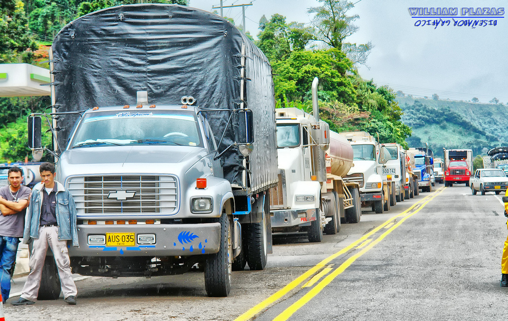 A truck drivers' strike in Colombia in 2008. Source: Extra llano/Oscar Fabian Bernal, available  here .