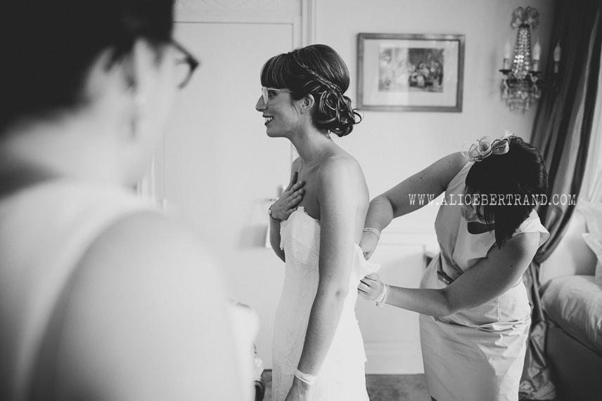 alice-bertrand-reportage-preparatifs-mariage-chateau-apigne-029.jpg
