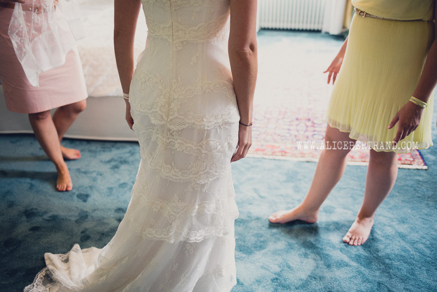 alice-bertrand-reportage-preparatifs-mariage-chateau-apigne-030.jpg