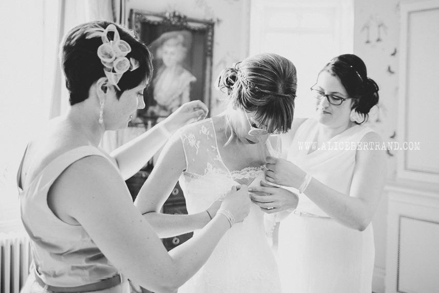 alice-bertrand-reportage-preparatifs-mariage-chateau-apigne-032.jpg