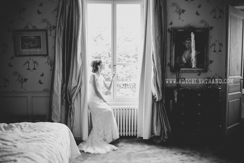 alice-bertrand-reportage-preparatifs-mariage-chateau-apigne-051.jpg