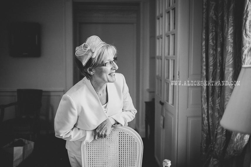 alice-bertrand-preparatifs-marie-chateau-apigne-009.jpg
