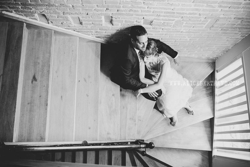 alice-bertrand-seance-couple-maries-chateau-apigne-013.jpg