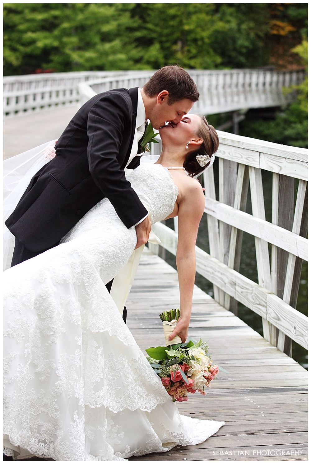 Sebastian_Photography_Studio_Wedding_Kohnle_LakeOfIsles_39.jpg