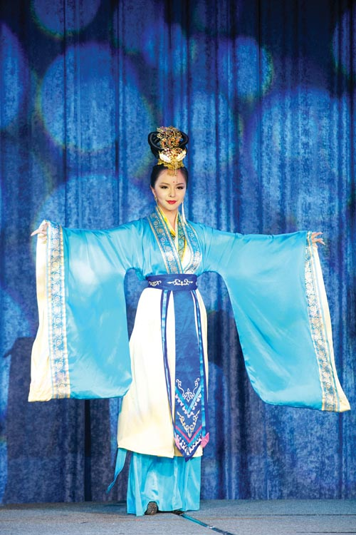 Anastasia Lin, dressed in the elegance of the Tang Dynasty style Han Couture, won the 2nd prize of the Miss World Canada international costume competition.