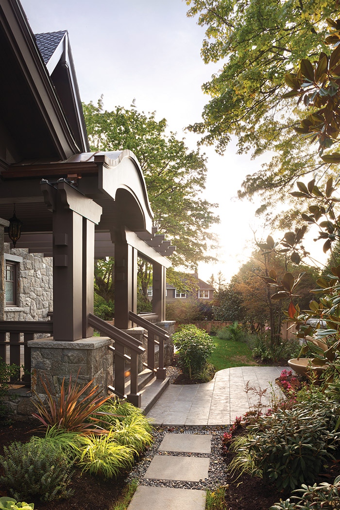 A post-and-beam pergola in the entrance updates the tudor exterior.