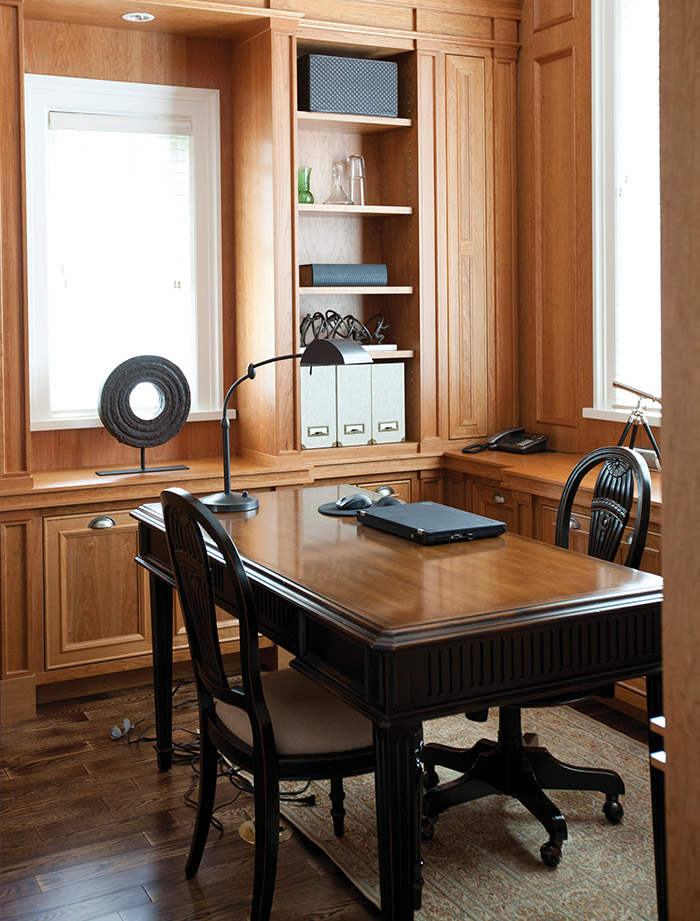 Cherry wood panelling makes the study look masculine and authentic.