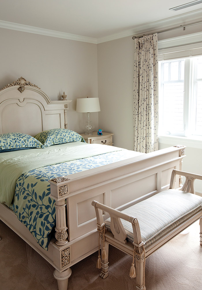 To make the ceiling seem higher in the daughter's bedroom, the curtain rod is set high above the window frame.