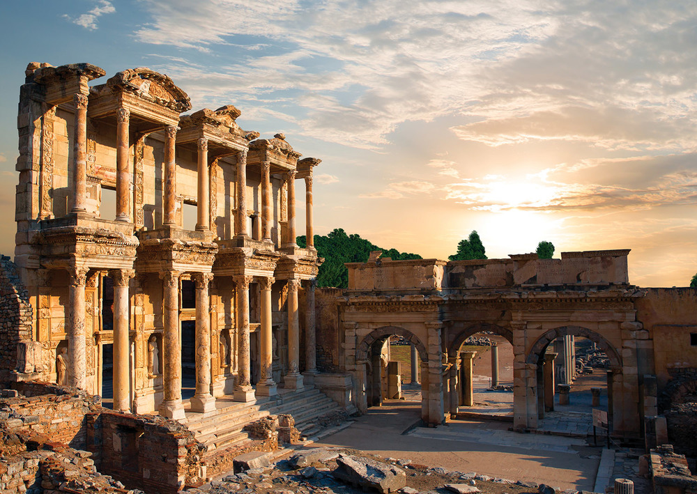The grand façade of the Library at Celsus housed 12,000 scrolls and the crypt of Senator Tiberius Julius Celsus Polemaeanus himself. He was one of the first men of purely Greek origin to become a consul in the Roman Empire, and so is honoured as a Roman and a Greek.