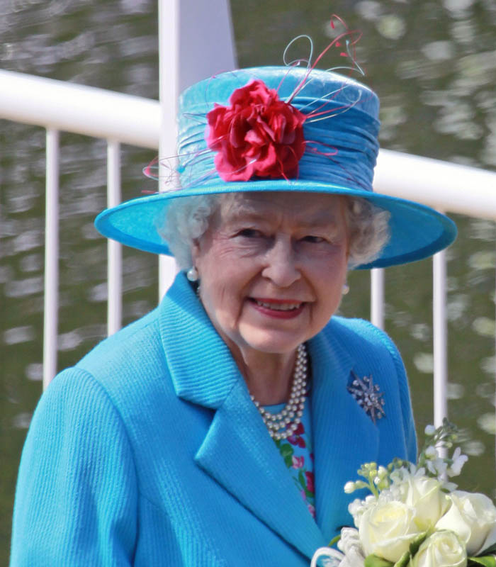 Queen Elizabeth II: Atlaspix / Shutterstock.com