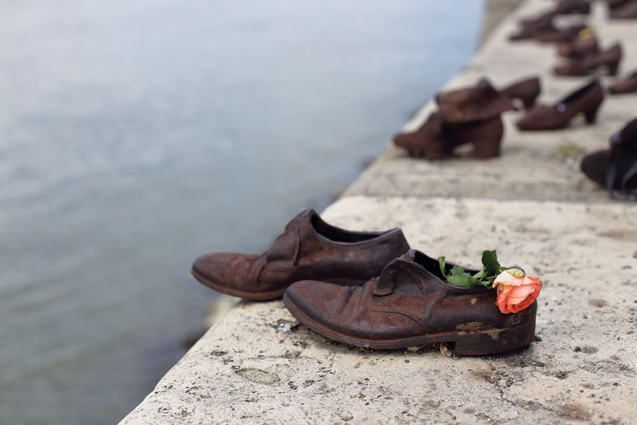 Bronze shoes line the riverbank, an enduring memorial to those lost during the Holocaust.(  Usoltceva Anastasiia / shutterstock.com )