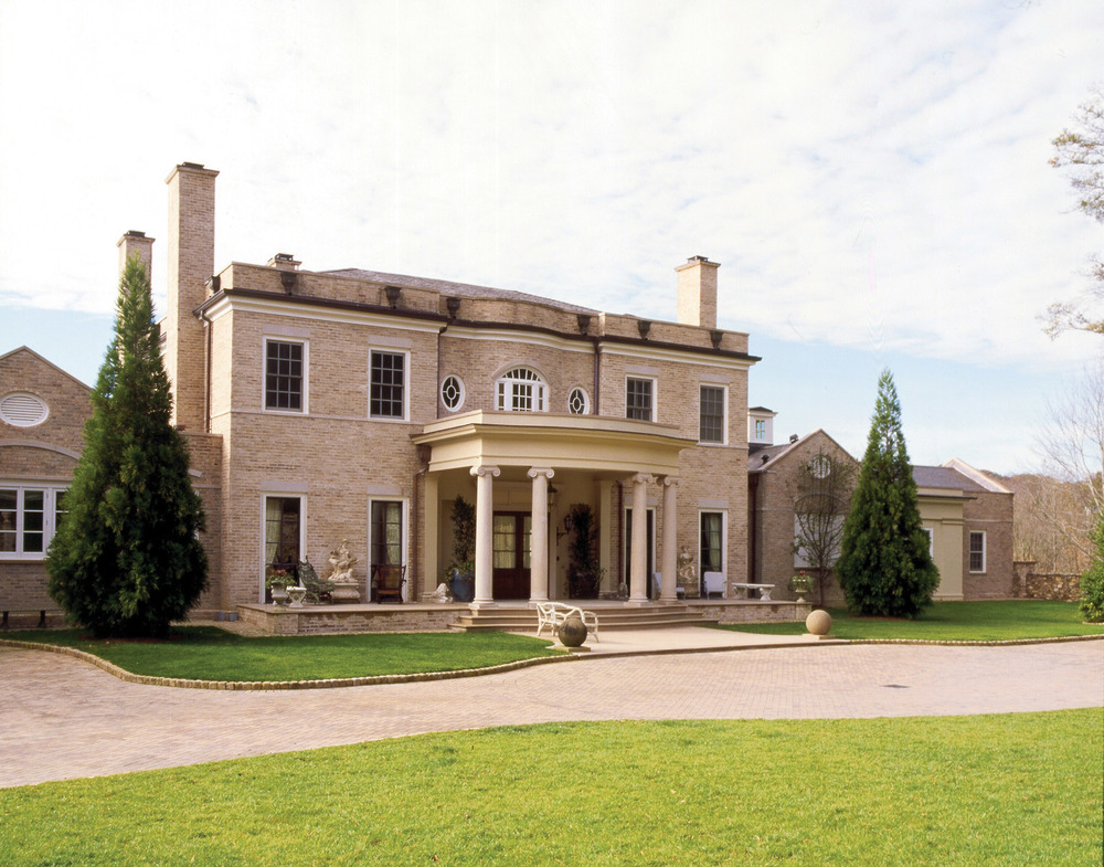 Only ten minutes from downtown Atlanta, this classical residence has a quintessential country feel and a wide veranda that looks across acres of horse-dotted pastures.