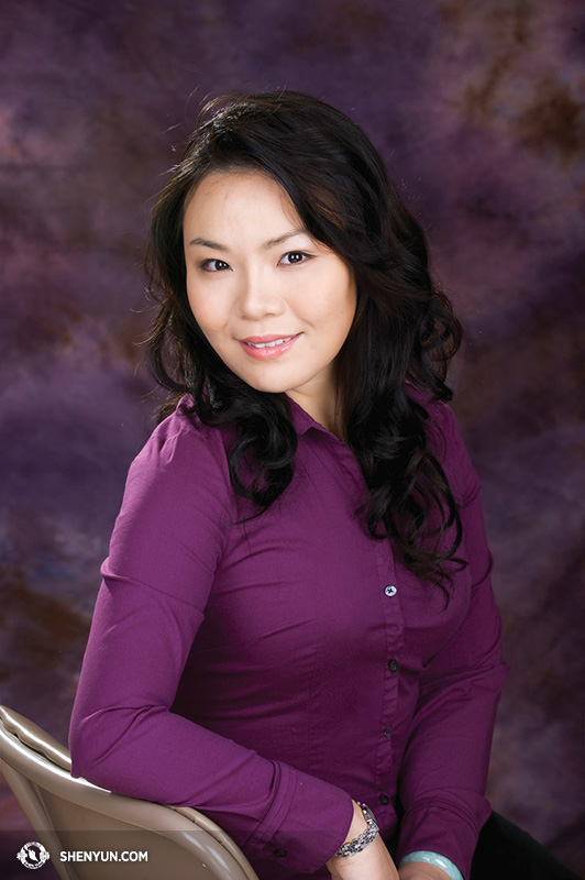 Geng's training in authentic bel canto singing didn't start until she joined Shen Yun. (www.shenyun.com)