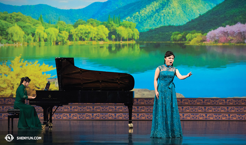 Geng leaves no dry eyes in the audience during the 2015 Shen Yun World Tour. (www.shenyun.com)