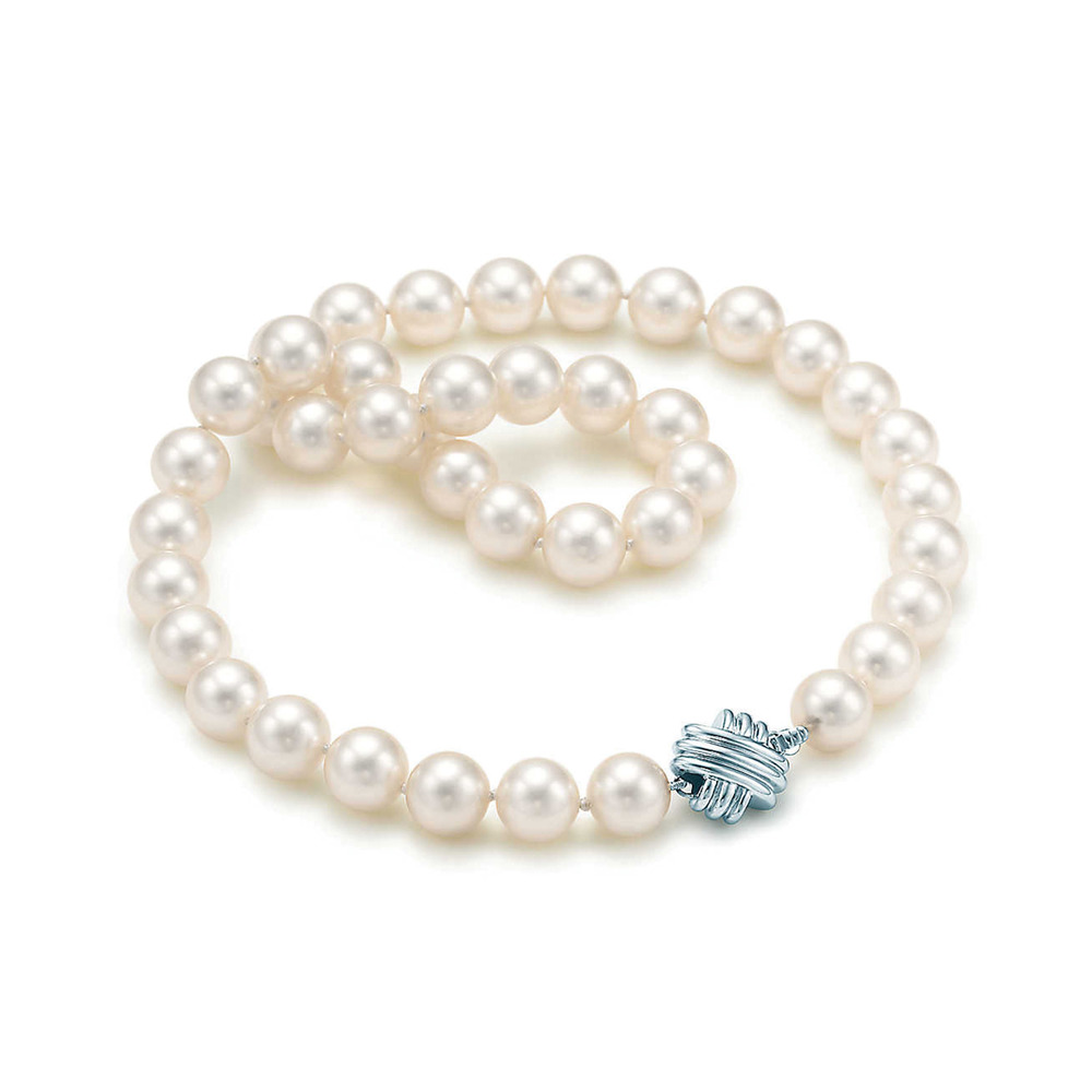 Simple Tiffany pearl necklace