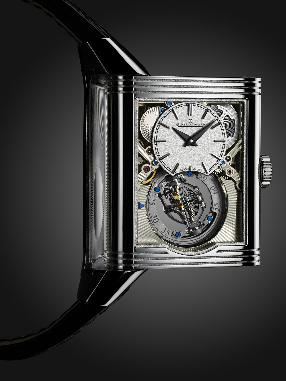 Celebrating its 85th anniversary, the iconic Reverso with swivelling case achieves harmony between mechanical performance and aesthetic elegance. The star model, Reverso Tribute Gyrotourbillon is embellished with engraving and guilloche motif.