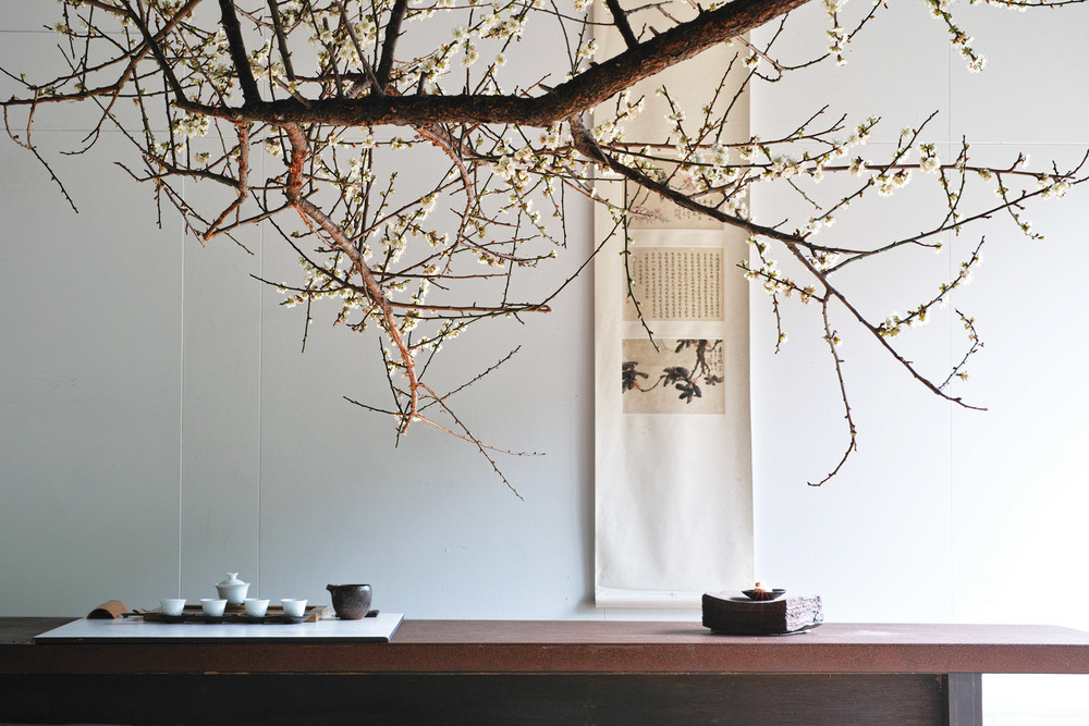 Feelings of calm and serenity are promoted within the Zen-inspired space that is styled with  simple wooden tables, soft woven straw mats underfoot and a monochromatic colour scheme.