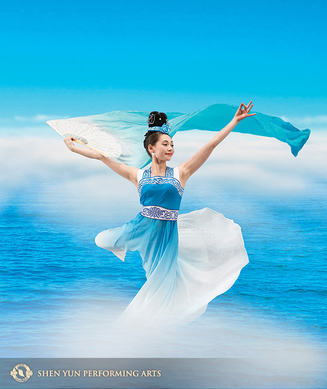 Zhou-Galati's soft, gentle dance and spirit reflect an age-old Chinese philosophy — mind and body are one.www.shenyun.com
