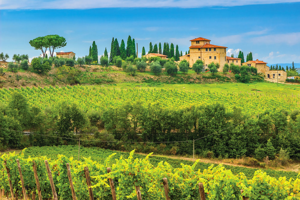 Thanks to strict regulations, the villas seen in Tuscany will remain visibly unchanged for a long time to come. Gaspar Janos / Shutterstock.com