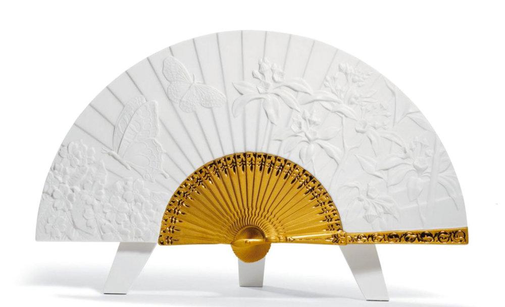 Lladró Spring Fan Sculpture 金色裝飾白瓷扇子擺件 At Atkinson's, (604) 736-3378,  atkinsonsofvancouver.com