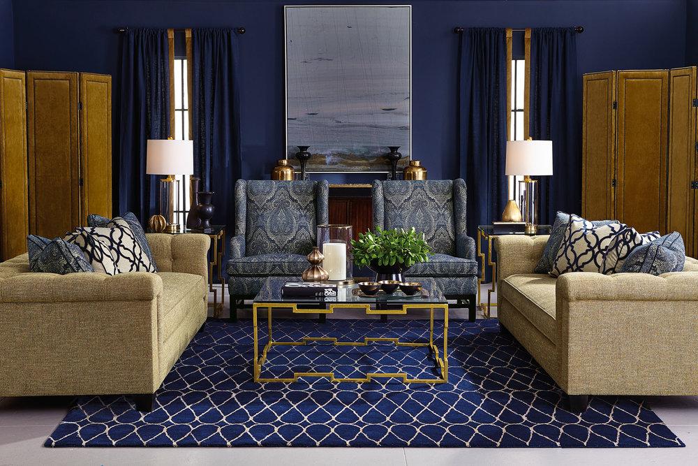 Bernhardt Furniture Simone Sofa 白色布藝沙發,藍色花紋靠墊、地毯和扶手椅At Paramount Furniture, (604) 273-0155,  paramountfurniture.ca