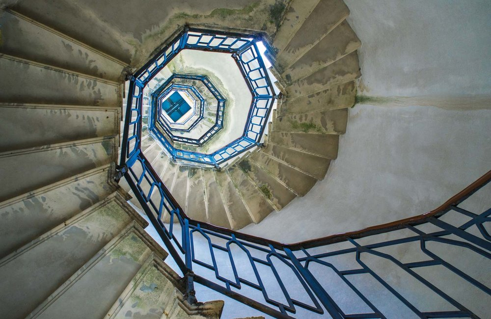The spiral staircase inside the Volta Lighthouse. Aleks Kend / Shutterstock.com