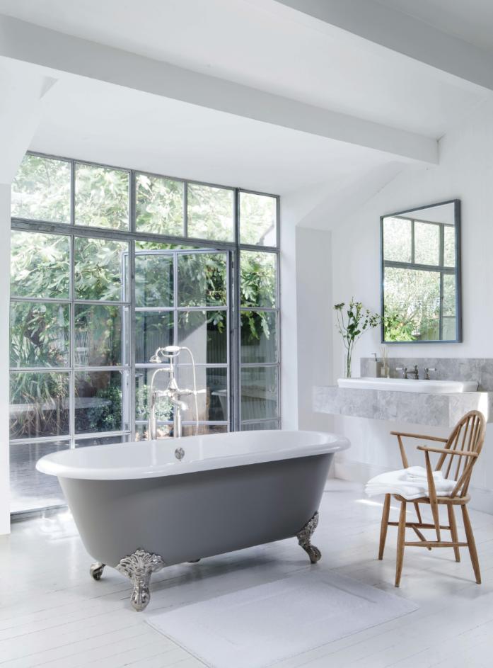 Victoria + Albert Baths Cheshire Bath A classical style freestanding bathtub on metal claw feet.