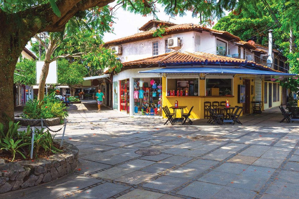 Colourful cafes serve up local Carioca flavours. Galembeck / Shutterstock.com