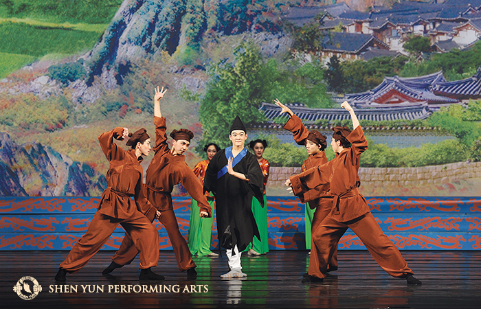 Li especially appreciates the sacrifice of monk Ji Gong, who was willing to lose face and hurt his reputation in order to save a village. © Shen Yun Performing Arts