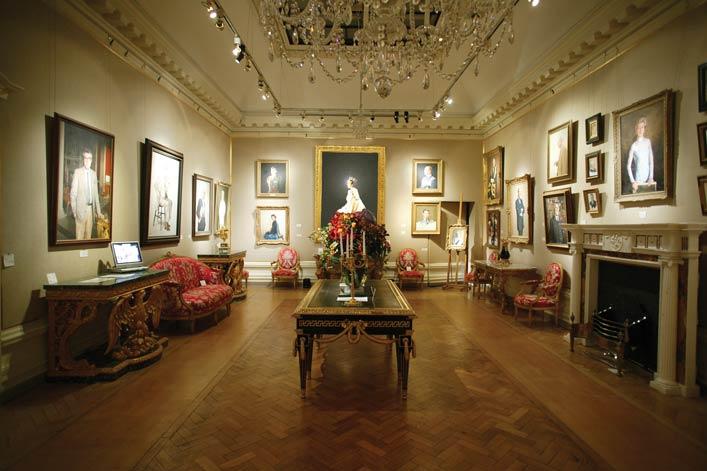 Partridge Fine Arts main gallery in London of Stone's portrait of Her Majesty, Queen Elizabeth II.Photo courtesy of Partridge Fine Arts.