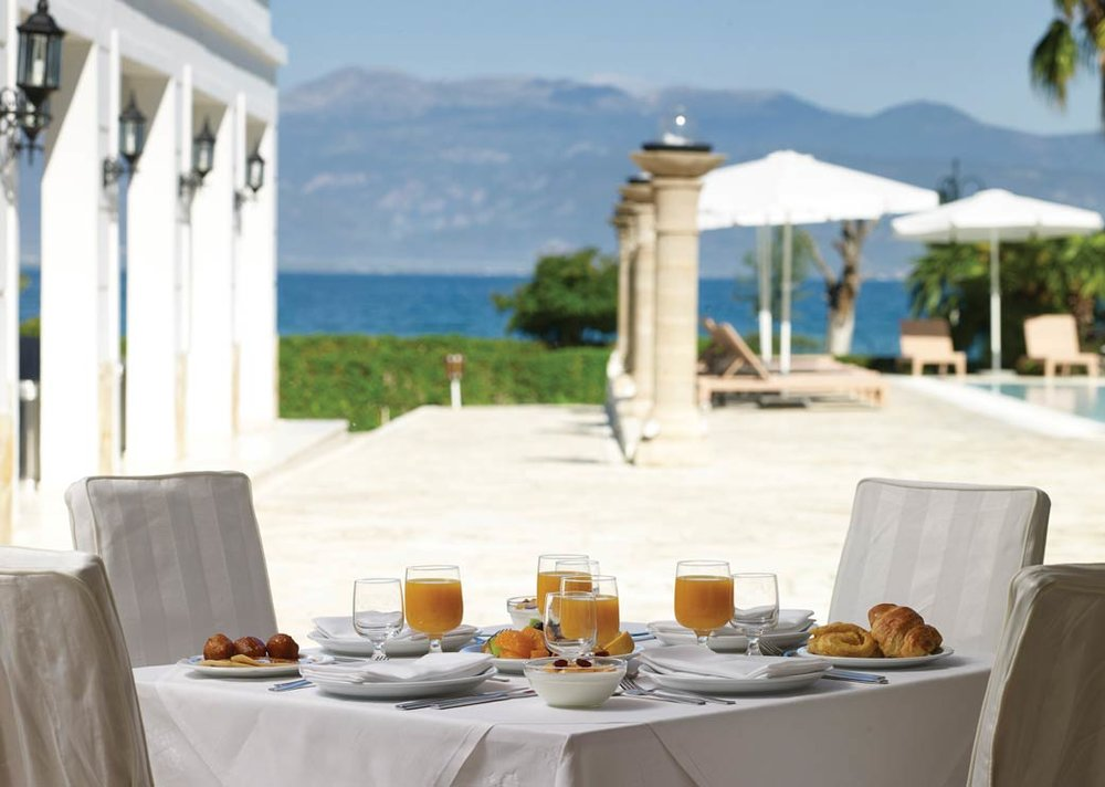 Meals come with a stunning view of Kamena Vourla, a seaside region of Greece just north of Athens.