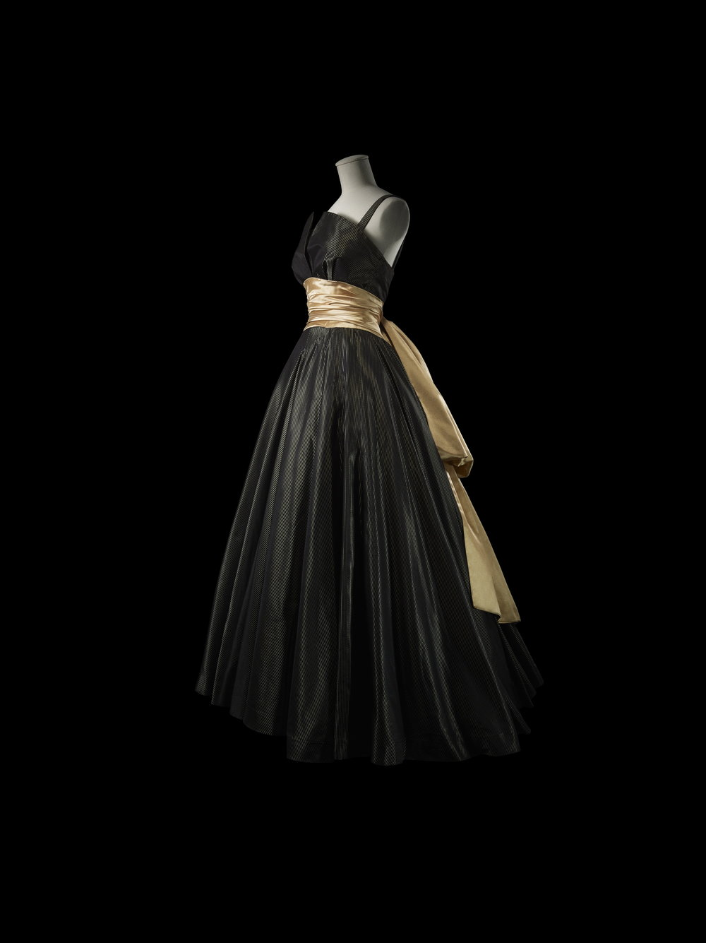 Isabelle Evening Dress (Spring-Summer 1948)——This evening dress with its voluptuous full skirt captures the essence of Dior's New Look.