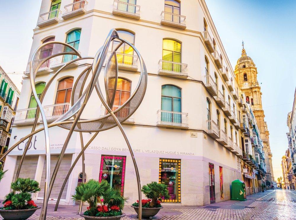 The Panta Rei sculpture in Plaza del Siglo.LucVi / Shutterstock.com