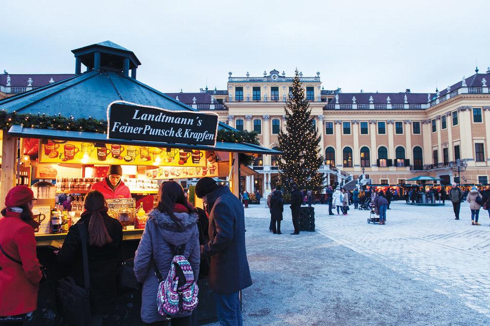 Vendor stall outside the Schönbrunn Castle, Vienna.