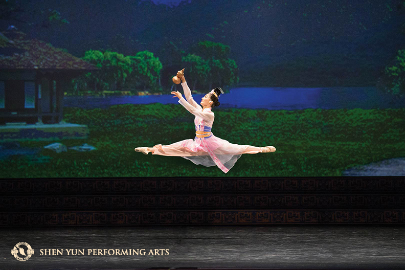(c) copyright by Shen Yun Performing Arts
