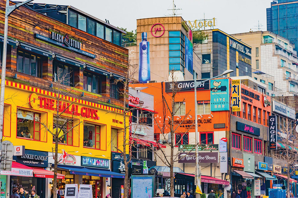 Trendy bars and restaurants in the colourful neighbourhood of Itaewon-Dong. DiegoMariottini / Shutterstock.