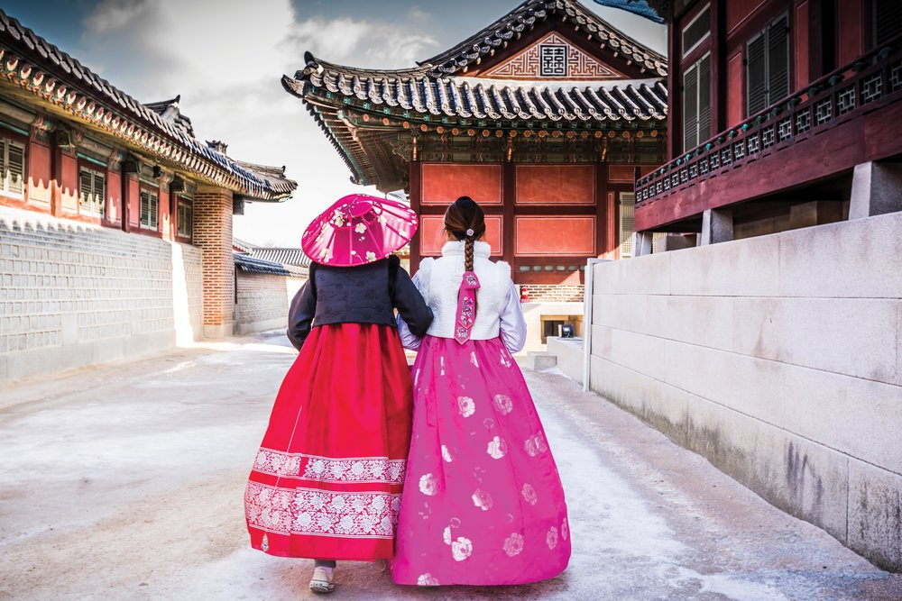 Girls dressed in traditional hanbok dresses at Gyeongbokgung Palace. Avigator Thailand / Shutter