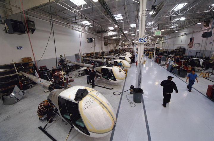 Robinson Helicoptor Company assemblyline - LAPL 2009.jpg