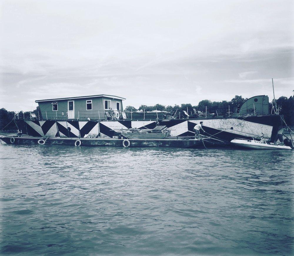dazzle_camo_boat.jpg