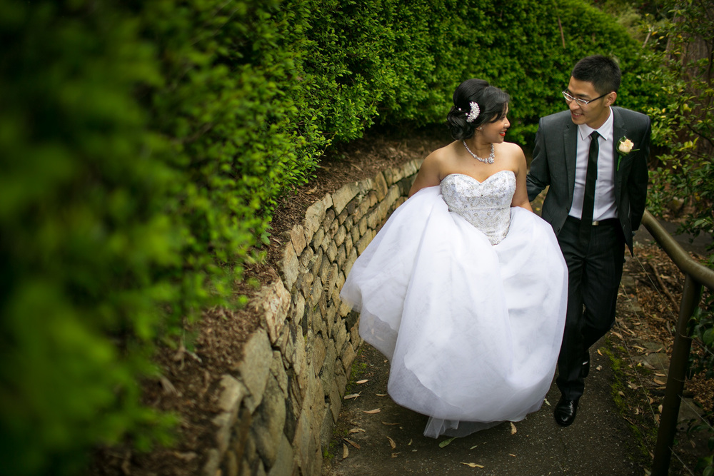 bride and groom in adelaide hills botanical gardens