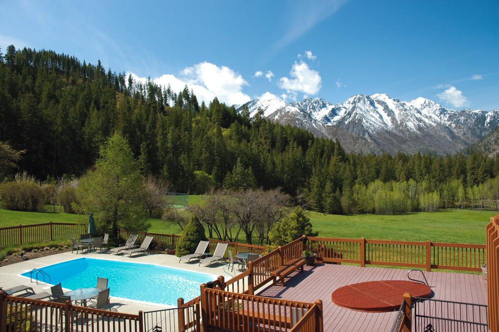 Seasonal Pool & Year-Round Hot Tub