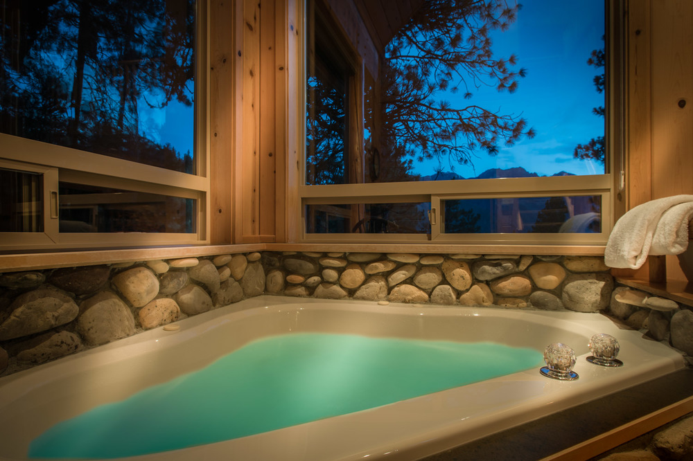 River rock jetted spa overlooking the Cascades
