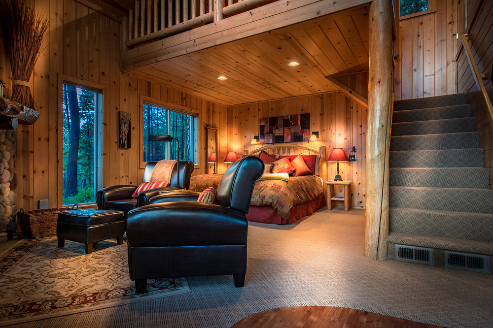 The Cabin Stuart's Roost - A custom built secluded pine cabin for two overlooking a 20 acre meadow and the majestic Cascades.