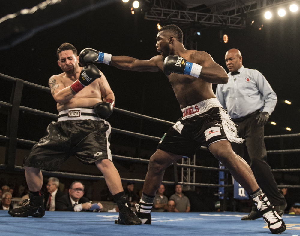 Robert Daniels Jr. defeats Antonio Alicea by knocking him out early in the first round.