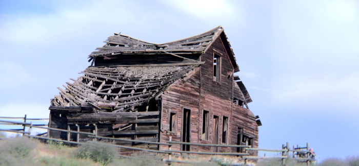 This barn is in Osoyoos. Ive been taking photos of this barn for over 20 years now. I find it fascinating and new every time. Word on the street is that they are tearing it down....I feel one more shoot coming on. Who's with me? Tamara? James?