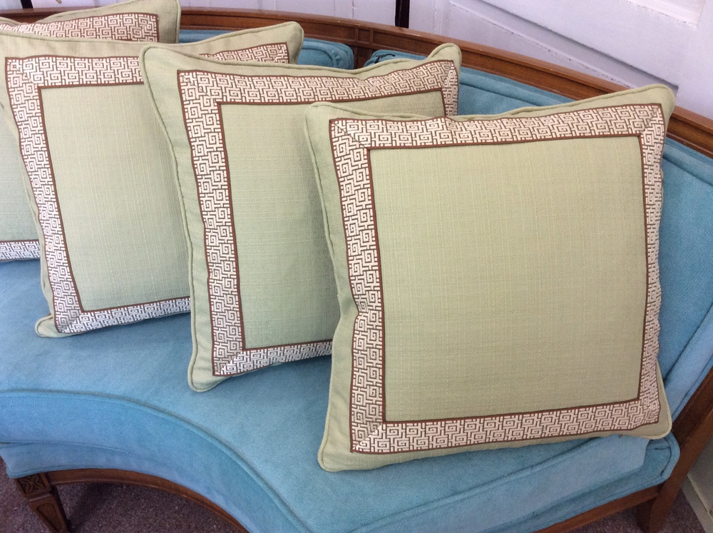 Pillows with mitered banding