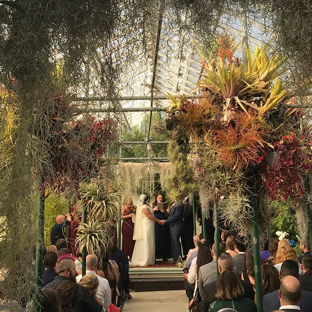 We do weddings! . . . . . #wedding #diy #flowers #floraldesign #weddingflowers #brass #tabletop #morrocan #orchids #airplants #event #eventplanner #weddingplanner