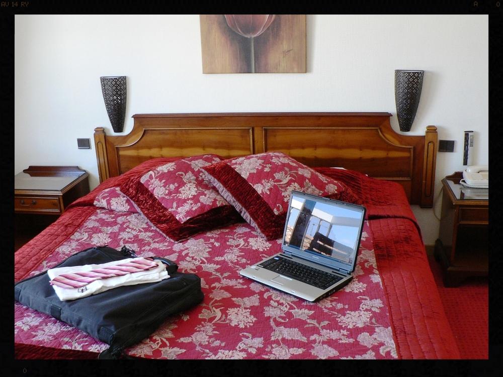411 bedroom sun.JPG